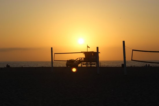 Beach House Hotel Hermosa Beach: sunset in front of the hotel