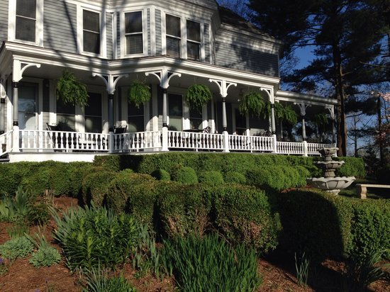 Biltmore Village Inn: Front porch