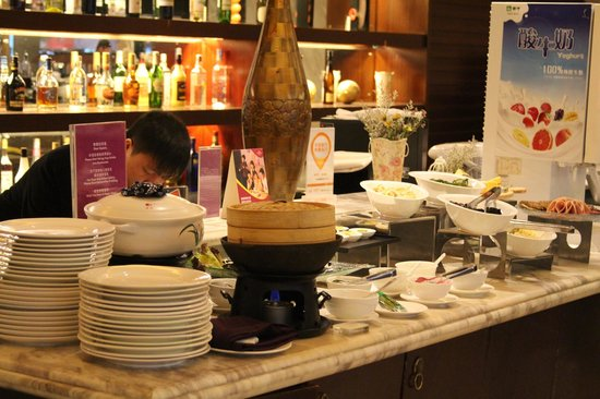Crowne Plaza Hangzhou Xanadu Resort: Buffet breakfast