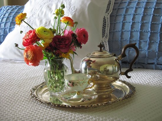 Wicky-Up Ranch Bed and Breakfast: Delight of tea in Sunset Room