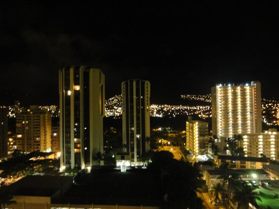 Aston Waikiki Sunset : 夜景