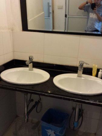 Dream Home Hostel 2: Sink beside the toilet