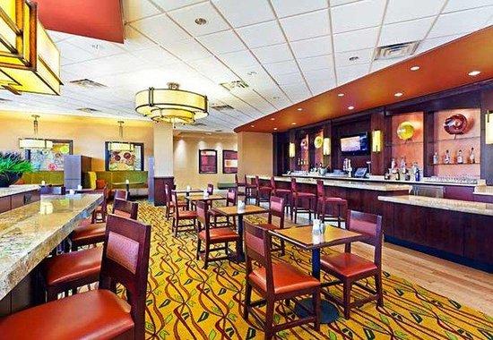 Courtyard Omaha La Vista: The Bistro Bar