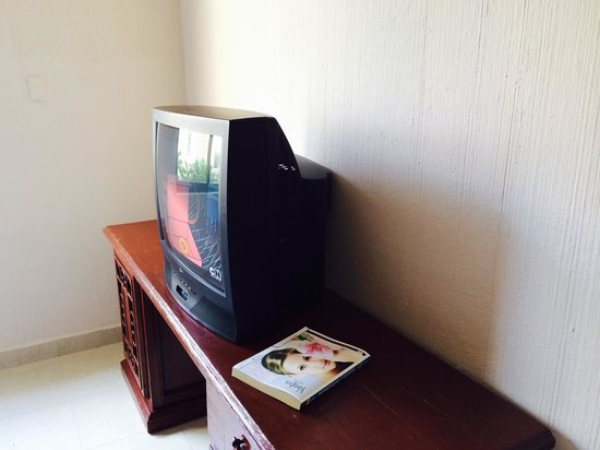 """All Ritmo Cancun Resort & Waterpark: """"Flat"""" screen and phone that not working"""