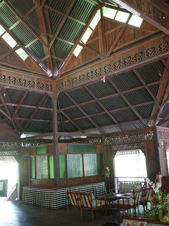 Kampung Tok Senik Resort Langkawi: Lobby inside
