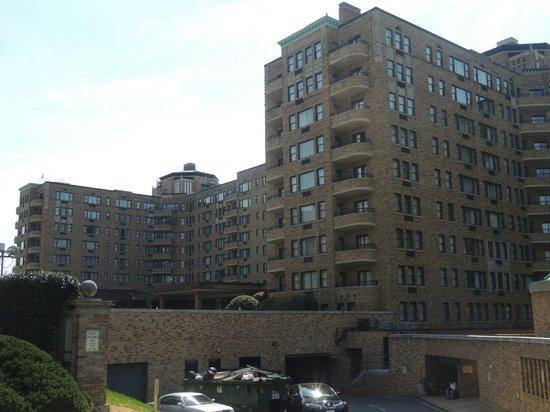 Omni Shoreham Hotel: Vista exterior