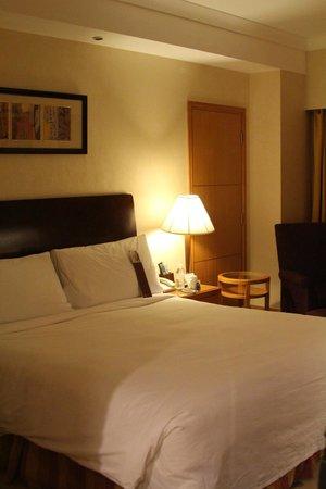 Renaissance Shanghai Yangtze Hotel: Bedroom