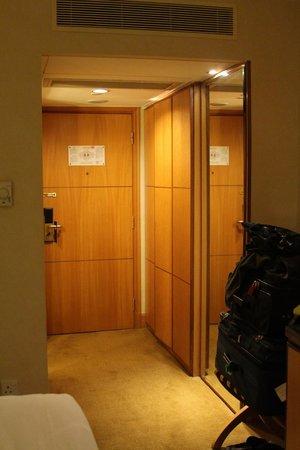 Renaissance Shanghai Yangtze Hotel: Entry