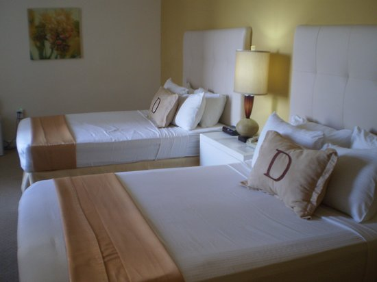 Deauville Beach Resort : habitacion