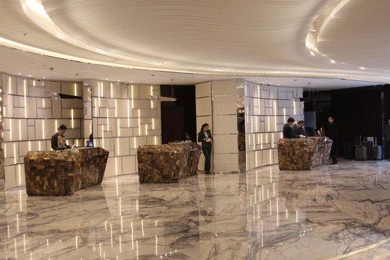 Renaissance Shanghai Yangtze Hotel: Hotel lobby
