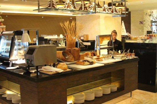 Renaissance Shanghai Yangtze Hotel: Buffet breafast dining room