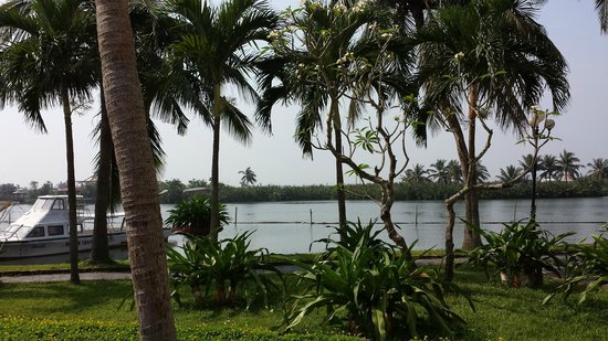 Hoi An Beach Resort : view of the lake from he resort