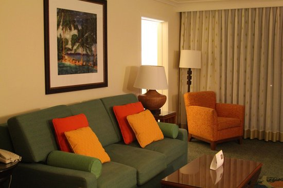 Marriott's Maui Ocean Club  - Lahaina & Napili Towers : Living room with pull-out sofa