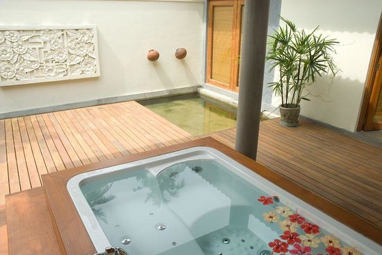 Serene Pavilions: Guest Bathroom
