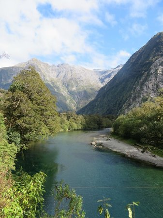 Milford Track : Glacial blue streams