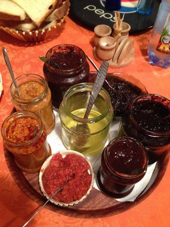 Pensiunea Teodora Teleptean: home made jam - fnatastic!