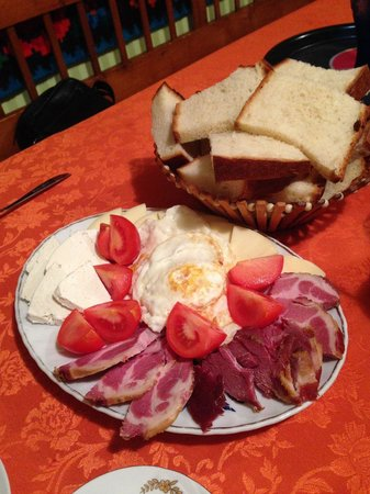 Pensiunea Teodora Teleptean: fresh eggs and home made bread