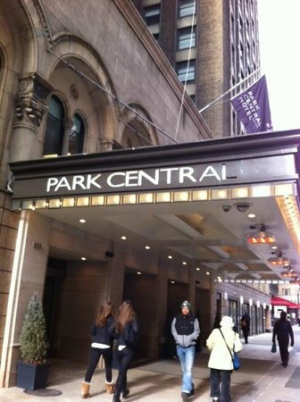 Park Central Hotel New York: great place to stay, very central, clean and friendly. (no room service)