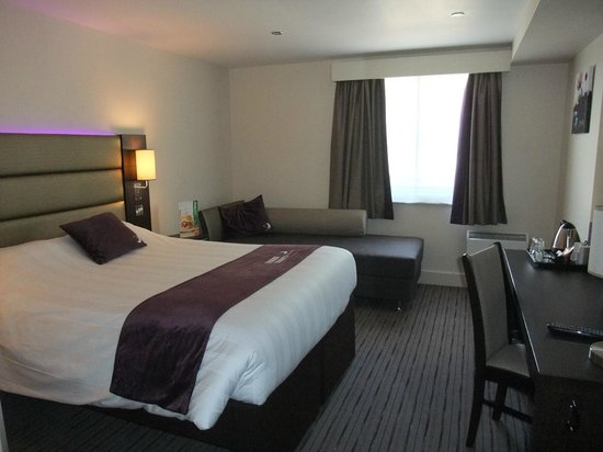Premier Inn Dover Central (Eastern Ferry Terminal) Hotel : Our room