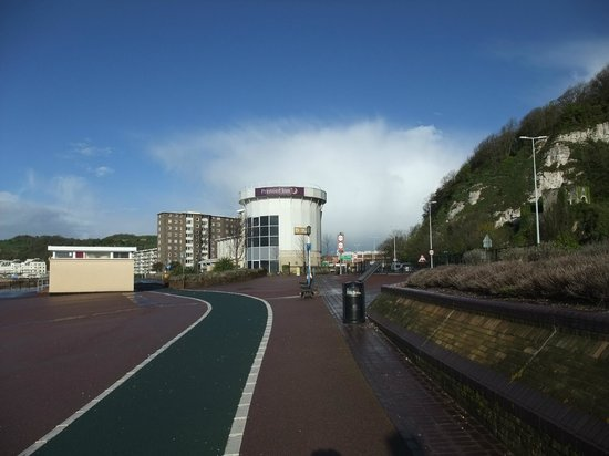 Premier Inn Dover Central (Eastern Ferry Terminal) Hotel : view from the road