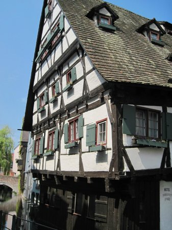 das schiefe haus picture of fishermen 39 s quarter ulm tripadvisor. Black Bedroom Furniture Sets. Home Design Ideas