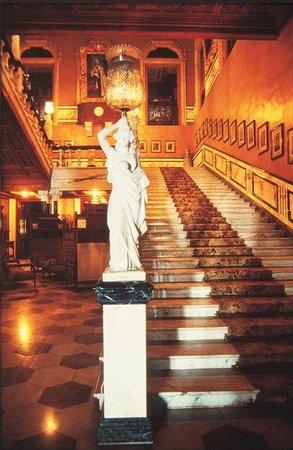 Taj Falaknuma Palace: Interior Staircase