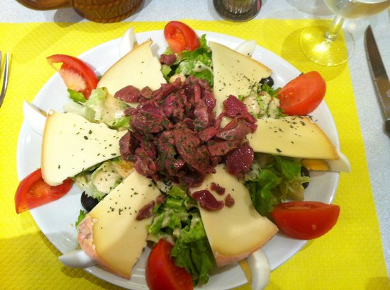 Cafe des Brancardiers : Duck/Cheese Salad