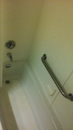 Best Western Ocean Beach Hotel & Suites: shower