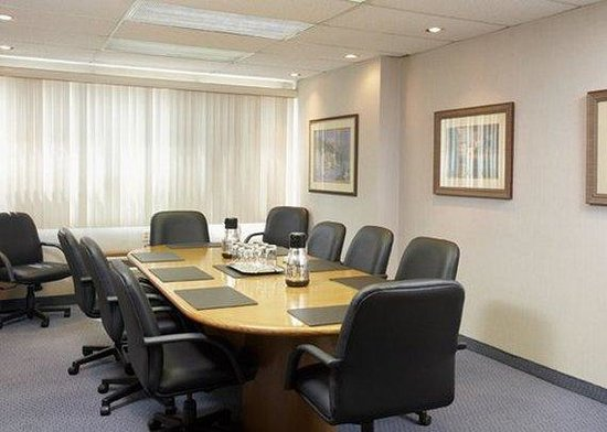 Quality Inn & Suites P.E. Trudeau Airport-Montreal: Meeting Room