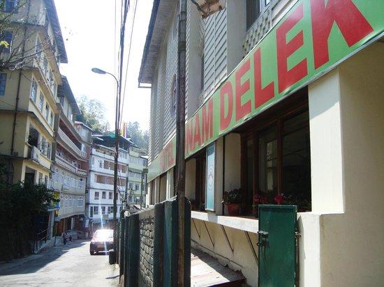 Hotel Sonam Delek: The hotel from outside