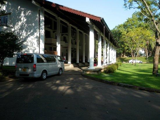 Cinnamon Lodge Habarana: Entrance