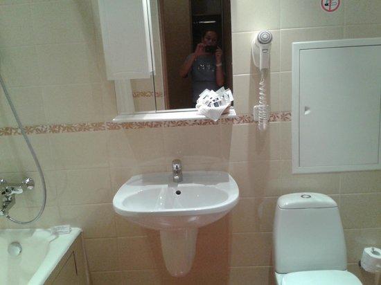 Bega Hotel: Ванная