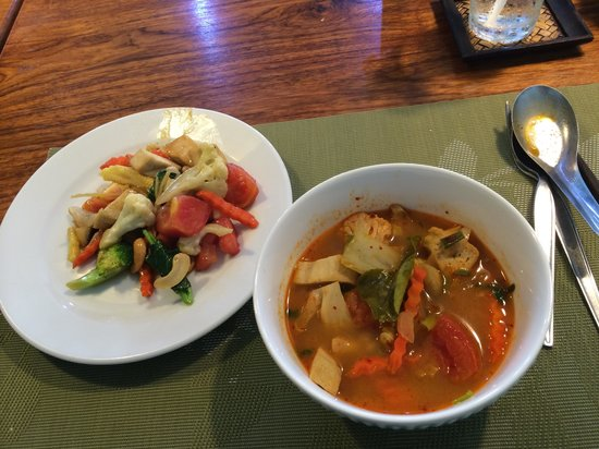 May Kaidee's Cooking School : 5 Vegetable Ginger + Tom Yum Soup
