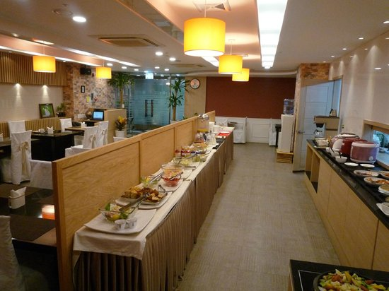 Sunset Business Hotel: Great breakfast with wide spread