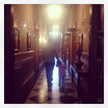 Newton Muthu Hotel : Beautiful hallways