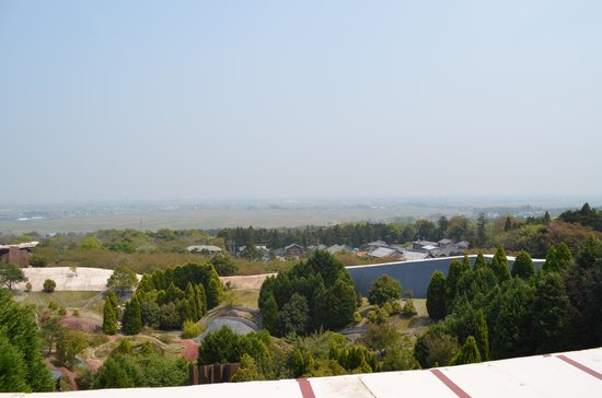 The Site of Reversible Destiny Yoro Park : Looking out over the plains from the Site