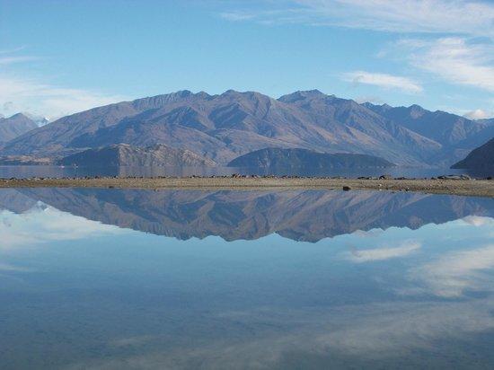 Lake Wanaka: autumn reflections
