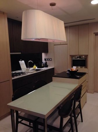Fraser Suites Singapore: Kitchen