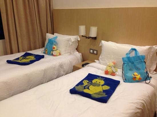 Kids bedroom with compl gifts - Picture of Fraser Suites ...