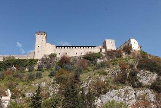 The Tower's Bridge: Veduta della Rocca