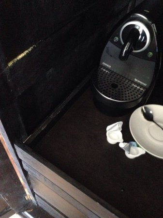 Jumeirah Vittaveli : Dirty coffee closet
