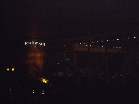 Pullman Shanghai Skyway Hotel : Hotel Front