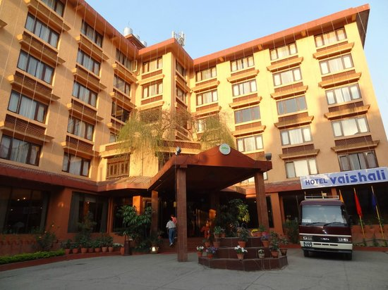 Hotel Vaishali: the hotel from outside