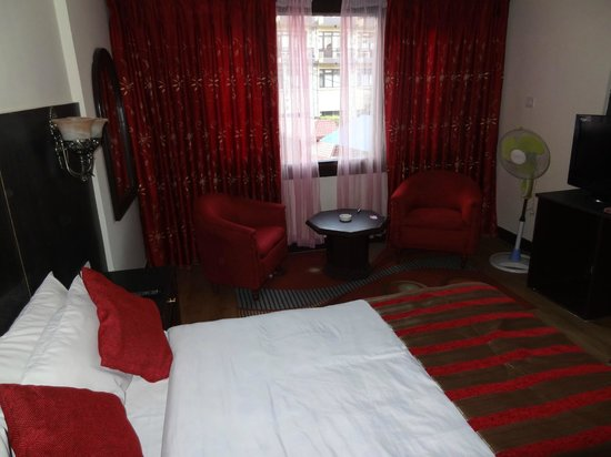 โรงแรมไวชาลิ: our bedroom 1112