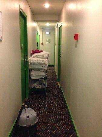 Ibis Styles Paris Maine Montparnasse : Corridor