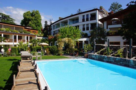 Ansitz Plantitscherhof: Pool im Garten