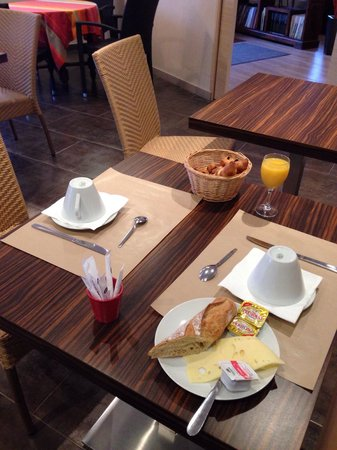 Hotel Le Petit Trianon: Breakfast (first helping!)