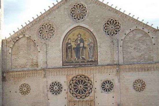 Duomo di Spoleto: La Facciata