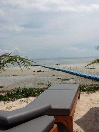 Mai Samui Resort & Spa : ужаснейший пляж