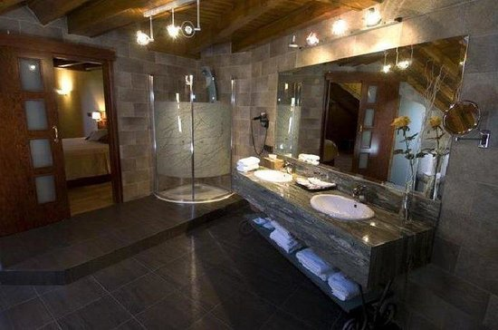 Castellarnau Hotel: Bathroom